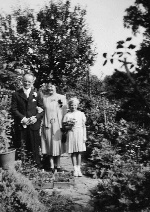 Bob and Edna Brown with Christine 1939.