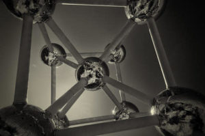 Model spheres of iron crystal cell.